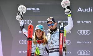 Mikaela Shiffrin i Dominik Paris amb els Globus de Cristall que els acredita com a guanyadors de la disciplina de supergegant.