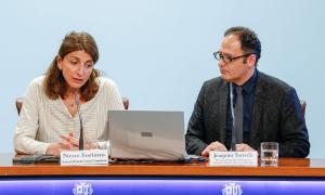 Neus Soriano i Joaquim Torredà van presentar ahir la primera formació per a empleats del comerç.