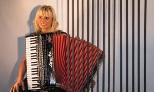 Roser Palomero, organitzadora de l'esdeveniment i acordionista ella mateixa.