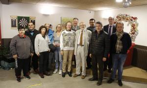 Membres del Club Internacional d'Andorra amb representants de les associacions que van rebre les seves aportacions, ahir.