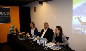 Un moment de la presentació dels vols que enllaçaran l'aeroport d'Andorra-la Seu amb Palma de Mallorca, Madrid i Marsella.