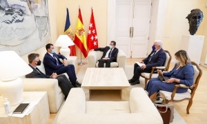 Un instant de la reunió a Madrid entre Gallardo i Fernández-Lasquetty, avui.
