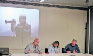 Signatura del contracte de cessió del fons Miquel Planella i Gimó a l'Arxiu Comarcal de l'Alt Urgell.