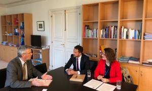 Un moment de la reunió de Pere López i Rosa Gili amb Patrick Strzoda.