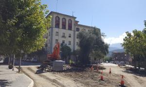 La reurbanització de la plaça de les Moreres preveu modificar l'enllumenat públic.