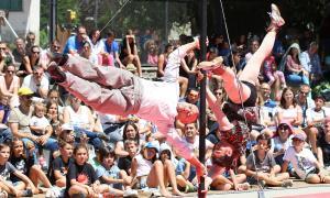 L'espectacle de circ TiraVol, que es va haver de suspendre dissabte al vespre per la pluja, es va oferir ahir al migdia.