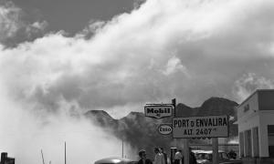 La sèrie andorrana localitzada en l'oceànic fons Esclusa consta d'una dotzena de fotografies datades el juliol del 1961 que se centren en el periple fins al Pas de la Casa, amb parades a Sant Joan de Caselles, la pujada d'Envalira i el cap del port; Esclusa es va autoretratar amb la Rolleiflex reflectit al vidre d'un aparador.