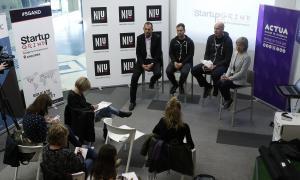 Ferran Martínez i Àlex Rodríguez, d'Startup Grind, amb Marc Gourré, del NIU d'Andorra Telecom, i Judit Hidalgo, d'Actua, ahir al matí.