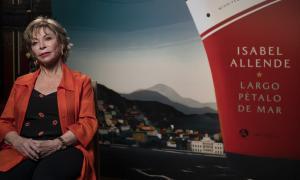 La novel·lista, a la presentació madrilenya de 'Largo pétalo de mar', que va tenir lloc al maig a la Casa América de la capital espanyol