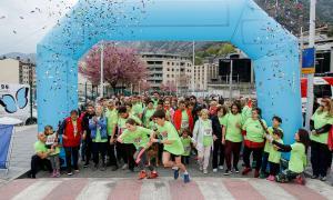 Els participants en la 5a Marxa popular Marc G.G. en el moment de la sortida a Prat del Roure, ahir al matí.