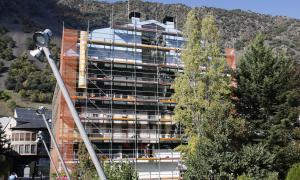 Andorra, plaça Benlloch, trompe-l'oeil, mural, Sam Bosque, plaça del Poble