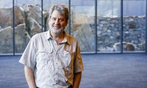 L'escriptor català Francesc Puigpelat va recollir ahir el premi Carlemany.