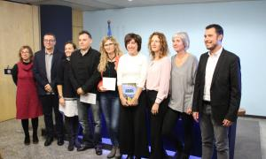 Els guanyadors, al centre, posen amb el jurat i les ministres Gelabert i Calvó.
