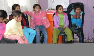 L'ONG Infants del món col·labora amb Kusi Warma, associació peruana que porta a terme projectes de protecció a la infància.