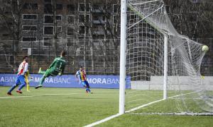 El veterà davanter de l'FC Andorra Víctor Casadesús va marcar el gol del triomf amb un remat acrobàtic per superar Marcos Morales.