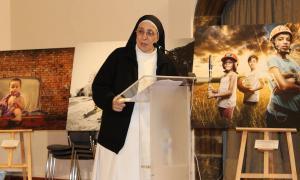 Un moment de la conferència que va oferir sor Lucía Caram.
