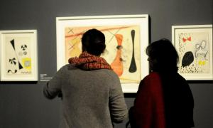 L'obra sobre paper que s'exposa al CAEE està datada entre el 1939 i el 1976, l'any que Calder va traspassar.