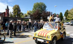 Arribada a Puigcerdà dels vehicles participants en la marxa a la Cerdanya.