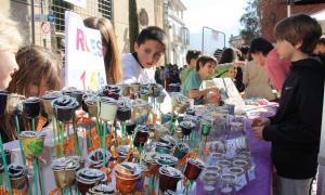 Roses elaborades pels alumnes durant la Fira de petits i joves emprenedors.