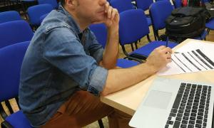 El director català, en el càsting que va tenir lloc divendres a la sala d'actes de la Llacuna.