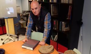 L'historiador i novel·lista, a la seu de l'Institut d'Estudis Andorrans: l'edició del 'Manual Digest' li ha portat cinc anys de feina.