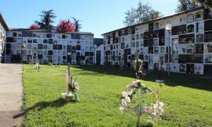 Els grups municipals van aprovar la nova ordenança dels cementiris.