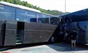 Els dos autocars que van xocar aquesta tarda a Ponts.