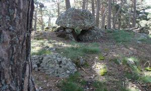 El dolmen de Burbre, a Montferrer, que conserva un túmul que fa 10 metres de diàmetre, i el reglamentari cromlec: és una de les joies del nou repertori.