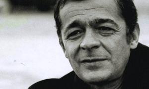 Reggiani va començar com a actor de cine i teatre, i als anys es va reconvertir en cantant d'èxit amb el suport de Barbara.