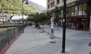 Andorra, la Paperassa, les Puces, Jordi Rossell, Antic Rossell, la Rotonda, mercat, fira, paraires, llibres de vell, col·leccionisme, Conxita Marsol