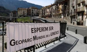 Una pancarta per mostrar el suport a la candidatura per ser Geoparc.
