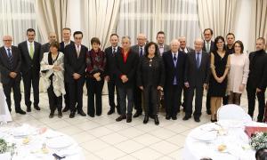 Foto de família dels guanyadors de la 42a Nit Literària, que va tenir lloc ahir a l'hotel Sant Gothard d'Erts.