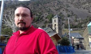 El novel·lista canillenc, a la rambla Molines de la capital.