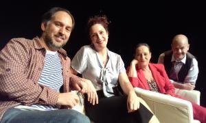Director i intèrprets, en un descans de l'assaig d'ahir a Les Fontetes, on han treballat els últims quinze dies.