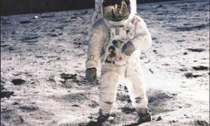 20 de juliol del 1969: l'astronauta Neil Armstrong, al Mar de la Tranquil·litat.