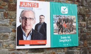 El cartell electoral de Demòcrates i el d'Objectiu Comú.