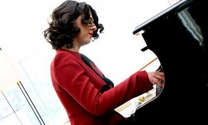 Si Beyoncé fos pianista...La pianista francesa va comparèixer ahir en roda de premsa al Park Hotel de la capital.
