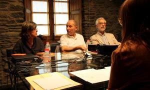 Xavier Llovera, entre Marta Planas i Francesc Rodríguez, el juny del 2016 a la casa d'Areny-Plandolit en una reunió del Consell Assessor.