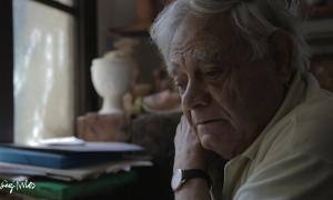 Sergi Mas, al seu taller, en un fotograma del documental que s'emetrà el 2 de juliol.