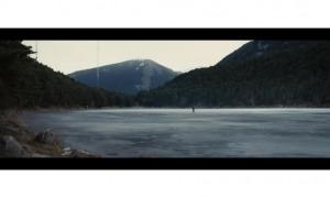 Captura de pantalla de 'Under the ice', en el moment que Edur s'aventura per la superfície glaçada d'Engolasters. El gel es va construir per ordinador.