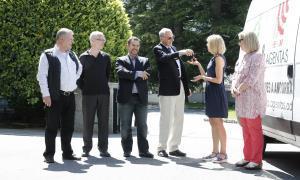 L'International Club of Andorra entrega una furgoneta a Agentas
