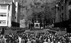 La missa de campanya a les Arcades que va tenir lloc el 15 de maig del 1961.