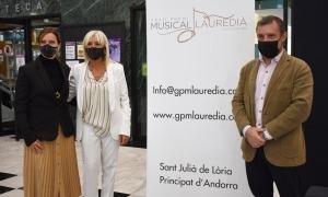 Roser Palomero, entre els cònsols, Mireia Codina i Josep Majoral.