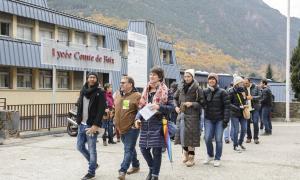 Els professors es van concentrar ahir davant del Lycée per entrevistar-se tot seguit amb el delegat.