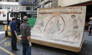 6 d'abril del 2016: extracció del conjunt mural de la segona planta de Bombers, on s'estaven des del 2007; els van traslladar a Aixovall.