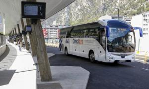 Un dels vehicles del Direct Bus a l'Estació Nacional d'Autobusos.