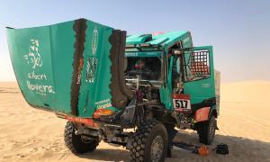 L'Iveco del Team de Rooy-Petronas, que pilota Albert Llovera, al Ral·li Dakar.
