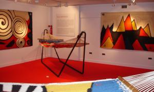 El Museu del Tabac va exposar el 2008 una sèrie de tapissos i hamaques de Calder.