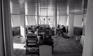 Gravació de 'Paraules sense fil', el rimer tema del disc, a la torre de Sud Radio.