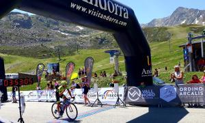 Raúl Portillo en el moment de creuar la meta i adjudicar-se la 41a edició de la Multisegur Volta als Ports.